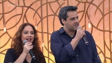 Bruno Garcia e Débora Lamm estão na comédia 'Chocante' - Filme retrata o reencontro de integrantes de uma banda que fez sucesso com uma única música