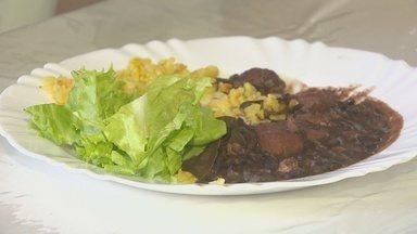 Confira uma receita da feijoada vegena para o fim de semana - Receita substitui ingredientes com origem animal por soja e carnes veganas.