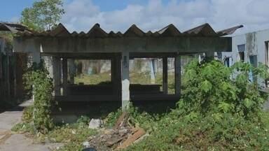 Prédio onde funcionava o Centro de Internação de Menores está abandonado - Localizado no bairro Buritizal, os vizinhos do entorno estão preocupados pela falta de segurança. O local está tomado por mato e lixo.