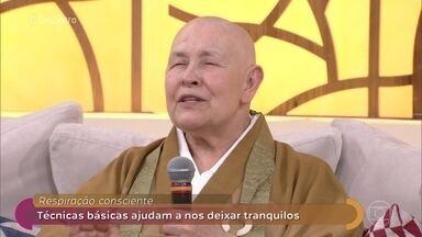 Monja Coen ensina técnica de meditação - A respiração consciente é importante para deixar as pessoas mais calmas