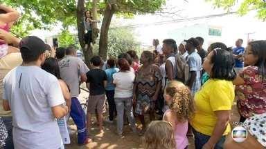 Moradores cobram construção de praça em Vilar dos Teles - O RJ Móvel está em São João de Meriti para cobrar a construção da praça. Na última visita, a prefeitura prometeu fazer uma limpeza, um paliativo.