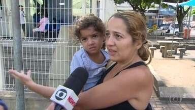 Pacientes que procuram UPAs municipais vão embora sem atendimento - Casos aconteceram nas unidades de Madureira e de Magalhães Bastos. Funcionários contam que estão sem receber e por isso decidiram atender apenas os casos mais graves.