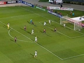 Santos fica no empate com o Vitória em partida pelo Brasileirão - Veja os gols do jogo.