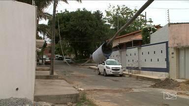 Audiência define prazo para identificação e responsabilização de fiação em São Luís - Como o prazo ainda está longe de acabar, o problema continua em ruas e avenidas