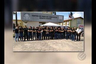 Peritos do IML paralisam atividades por 24 horas, em Belém - Segundo os manifestantes, até amanhã estarão suspensos todos os serviços feitos no centro de perícia científicas e no instituto médico legal