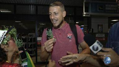 Vitória desembarca no aeroporto de Salvador após jogar em São Paulo contra o Santos - Partida aconteceu na última segunda-feira (16), no estádio do Pacaembu.