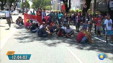 Trabalhadores do MST ocupam prédio da Receita Federal em João Pessoa - Os integrantes do MST reivindicam a recomposição do orçamento para reforma agrária.