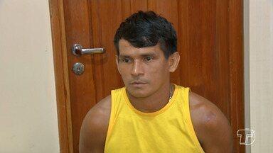 Preso homem que esfaqueou dois jovens em bar na comunidade São José; um morreu - Suspeito vai responder por crime de homicídio consumado e homicídio tentado em desfavor das vítimas.