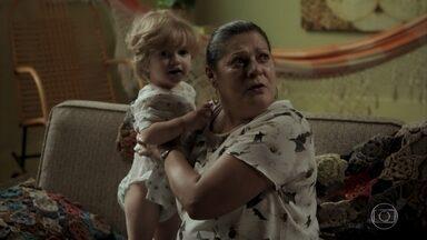Nazaré troca Ruyzinho, vê a marca na coxa e avisa a Zeca que o menino é filho dele - Ritinha se nega a entregar filho para Ruy e deixa menino escondido na casa de Nazaré. Ritinha alega para Ruy que mãe já levou menino para casa de Joyce