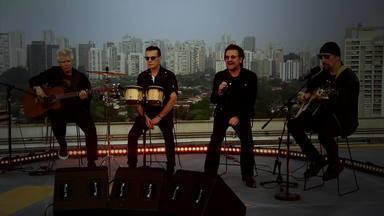 """U2 toca """"Ordinary Love"""" com exclusividade para o Fantástico - Apresentação aconteceu no heliporto da Globo, em São Paulo."""