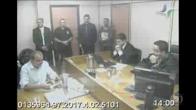 Juiz determina transferência de Cabral para presídio federal - O juiz Marcelo Bretas argumenta que no presídio atual, o ex-governador do Rio de Janeiro disporia de informações privilegiadas sobre a sua família.