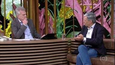 """Jorge Caldeira fala sobre o livro """"História da Riqueza no Brasil"""" - Autor afirma que a grande história do Brasil são as histórias das pessoas daqui"""