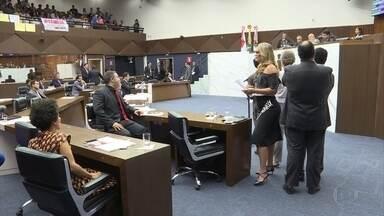 Sessão da Câmara de BH tem bate-boca entre vereadores e manifestação nas galerias - A oposição e o grupo do prefeito Alexandre Kalil (PHS) não chegavam a um acordo em relação a vários projetos.