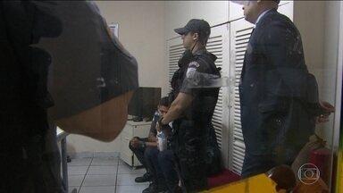 PMs suspeitos de matar turista espanhola no Rio depõem - Tenente e soldado, que não tiveram os nomes divulgados, passaram a madrugada sendo interrogados. As armas usadas pelos policiais vão passar por uma perícia.