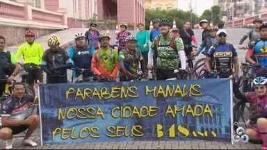 Ciclistas em Manaus se reúnem para celebrar aniversário da capital - Pedalada especial partiu do Teatro Amazonas