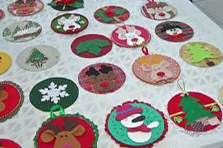 Crescer, em Mogi, abre inscrições para minicursos de Natal - Unidades em Mogi das Cruzes tem 1,2 mil vagas. Entre as opções de cursos estão de panetone trufado e decorado, bolo natalino, toalha de mesa natalina, enfeite de mesa natalino e guirlanda natalina.