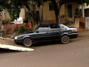 Operação Lata Velha recolhe veículos abandonados em Presidente Prudente - Trabalho é realizado pela Semav.