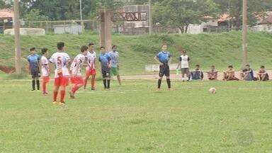 Jogadores de futebol tentam impressionar olheiro do Grêmio em Campo Grande - Mais de 200 jogadores, entre 10 e 14 anos, de seis clubes da capital foram avaliados.