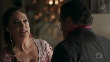 Nádia relembra fracasso do último casamento de Gael - Gustavo acredita que filho de Sophia não tem sorte nos relacionamentos