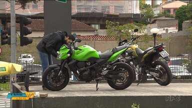 Justiça manda fechar loja de motos de alto padrão por suspeita de fraude - Segundo as investigações, os donos não repassavam o dinheiro das vendas aos donos.