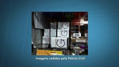 Polícia prende comerciantes que vendiam cigarros contrabandeados no DF - A polícia prendeu comerciantes que vendiam cigarros contrabandeados. A mercadoria vinha do Paraguai para pontos de venda no Paranoá, Itapoã e Samambaia.