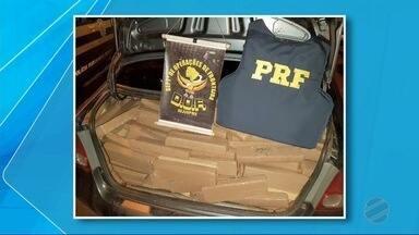 PRF e DOF apreendem em carro roubado 800 kg de maconha - Ação envolvendo a PRF e o DOF resultou na apreensão de um carro roubado com 800 kg de maconha. O motorista do veículo fugiu.