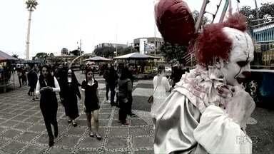 Dia 31 de outubro é o dia das bruxas - Em Ponta Grossa a maquiagem ajuda a transformar pessoas em personagens assustadores do cinema. E eles ficaram circulando pelas ruas da cidade.