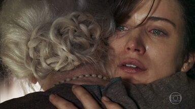Clara confessa a Mercedes que quer salvar seu casamento - A mística pede para a neta de Josafá levar Gael até sua casa