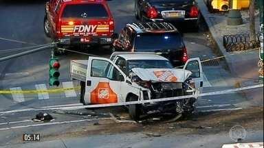 Motorista em alta velocidade atropela e mata oito pessoas em ciclovia nos EUA - Cinco argentinos e um belga estão entre os mortos no atentado que também deixou 11 feridos em Manhattan. A polícia investiga a ligação do homem com terroristas do Estado Islâmico.