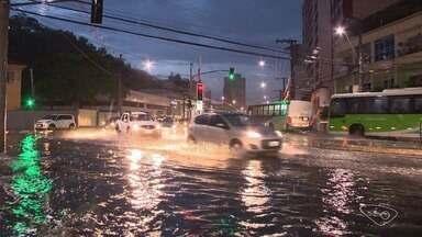 Chuva causa transtornos em ruas da Grande Vitória - Chuva forte ocorreu na noite desta terça-feira (31).