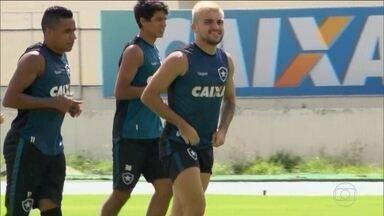 Botafogo se prepara para o último clássico do ano e Victor Luis treina normalmente - O Alvinegro enfrenta o Fluminense..