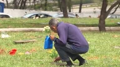 Dia de finados movimenta cemitérios em Belo Horizonte - Dia é para homenagear os entes queridos que já se foram