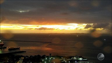 Previsão do tempo: Salvador deve ter chuva e céu nublado até o fim de semana - Temperaturas variam entre 22º e 30º na capital baiana, nos próximos dias.