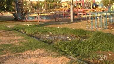 Falta de infraestrutura incomoda população em Santa Inês - Moradores da cidade reclamam de esgoto estourado ao lado do terminal rodoviário da região.
