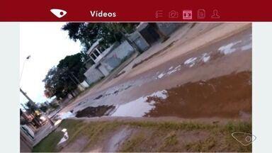 Morador registra vazamento de água em bairro de Vila Velha, no ES - Cesan disse que uma equipe foi resolver o problema no bairro Riviera da Barra.