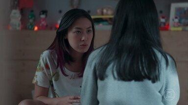 Tina pede que Telma fale com Anderson sobre a decisão de Mitsuko - Telma liga para Anderson de um orelhão e avisa que Tina será mandada para o Japão. Ellen aconselha o irmão a lutar pela namorada