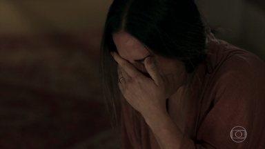 Natanael propõe que Elizabeth desapareça - Se ela se recusar a seguir seu plano, a polícia deverá indiciá-la como assassina de Renan