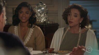 Celeste pede que Artur envie dois convites de seu recital a Inácio - Ela não sabe de seu suposto desaparecimento e quer cumprir a promessa que fez