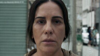 Elizabeth assume nova identidade - Henrique volta ao Brasil e sofre ao saber da suposta morte da mulher. Jô consola Henrique e Adriana, e Natanael gosta. Elizabeth adota outra identidade e se apresenta como Duda