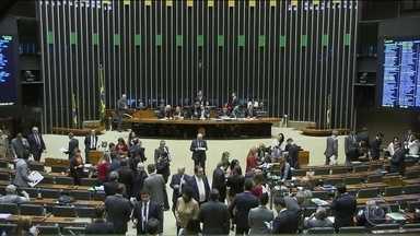 Câmara vota projetos sobre segurança pública na noite desta terça (07) - O destaque vai para a obrigatoriedade de bloqueador de sinal de celular em presídios e o fim dos atenuantes de pena para menores de 21 anos.