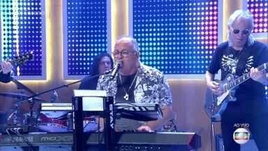 Guilherme Arantes canta 'O Melhor Vai Começar' - Cantor intepreta sucesso de sua carreira