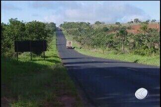 Pesquisa aponta que situação da MGC-497 piorou - Durante 30 dias, 24 equipes de pesquisadores da Confederação Nacional de Transporte avaliaram a situação de quase 106 mil quilômetros de rodovias em todo o país. A assessoria de comunicação do Deer de Minas Gerais, responsável pela manutenção da rodovia, se pronunciou em nota.