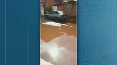 Moradores do Jardim Progresso em Ribeirão Preto, SP, sofrem com inundações - Algumas ruas do bairro ficam completamente alagadas durante temporais.