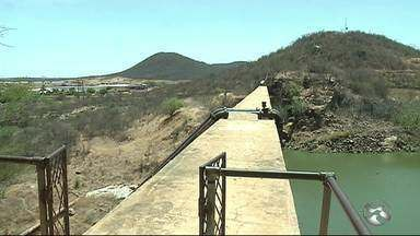 Barragem entra em volume morto e Compesa altera rodízio de água em Serra Talhada - Moradores ficarão cerca de dez dias sem água na torneira.