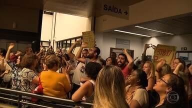 Professores da rede municipal de educação protestam contra mudanças em benefícios, em BH - Projeto de lei que prevê alterações já foi votado em primeiro turno. A expectativa do líder do governo, o vereador Léo Burguês, é aprovar o projeto em segundo turno, na semana que vem.