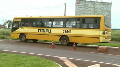 Polícia prende quadrilha suspeita de assaltar ônibus na BR 277 - Dois menores foram apreendidos e um homem foi preso.