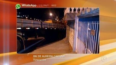 Carreta volta em marcha à ré e destrói muro de casa em Votorantim - Uma carreta bateu no muro de uma casa na avenida Cláudio Pinto Nascimento, no bairro Parque Morumbi, em Votorantim (SP), na noite desta quinta-feira (9).