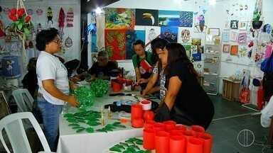 Artesãos de Cabo Frio, RJ, se preparam para a época natalina - Assista a seguir.