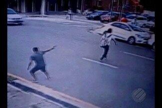 Imagens de segurança flagram momento em que jovem é baleado na cabeça - O crime aconteceu na tarde desta quinta-feira (9), em Belém