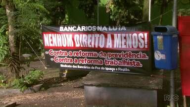 Trabalhadores protestam contra a reforma trabalhista em Foz do Iguaçu - Nova reforma trabalhista começa a valer a partir deste sábado (11).